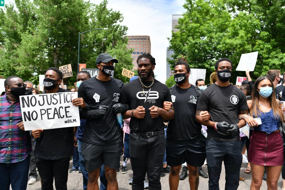 NFL weekoverzicht: Denver Broncos spelers lopen mee in BLM protesten